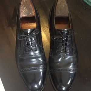 Johnston & Murphy Black Wing-Tipped Oxford